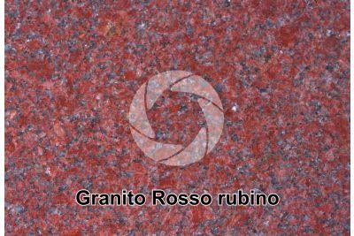 Granito Rosso Rubino. Sezione lucida. 2X