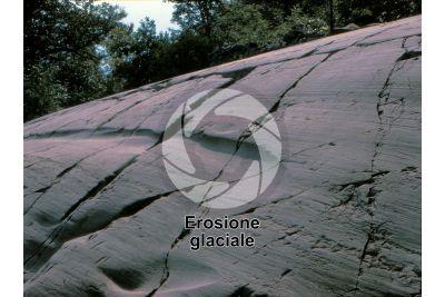 Erosione glaciale. Val Camonica. Lombardia. Italia. Incisioni rupestri