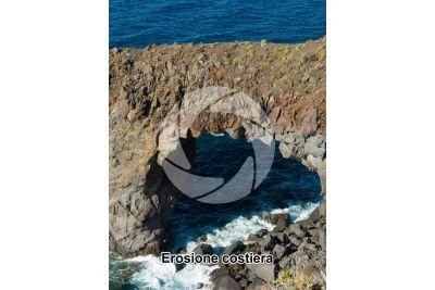 Erosione costiera. Pollara. Isole Eolie. Sicilia. Italia