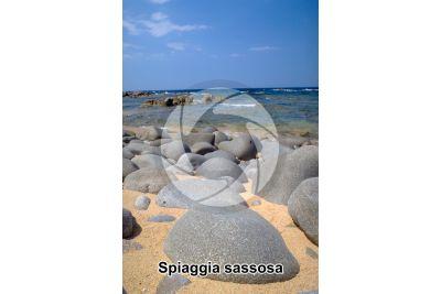 Spiaggia sassosa. Capo Pecora. Sardegna. Italia