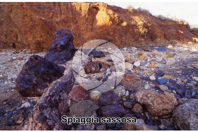Spiaggia sassosa. Terra Nera. Isola d'Elba. Toscana. Italia