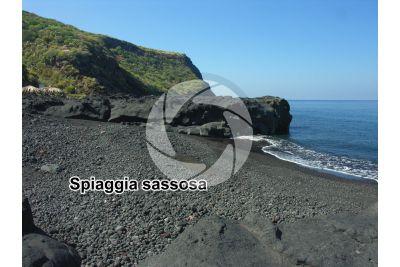 Spiaggia sassosa. Stromboli. Isole Eolie. Sicilia. Italia