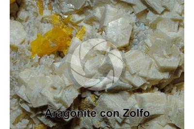 Aragonite con Zolfo